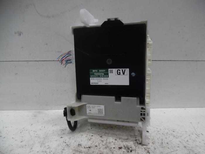 Used Toyota Yaris III (P13) 1.5 16V Hybrid Fuse box ... on