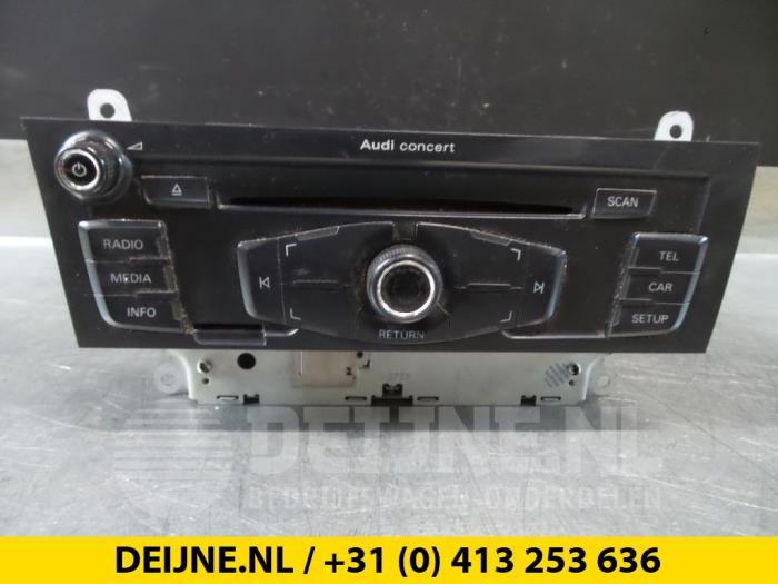 Used Audi A4 Radio - 8T1035186C - van Deijne Onderdelen Uden
