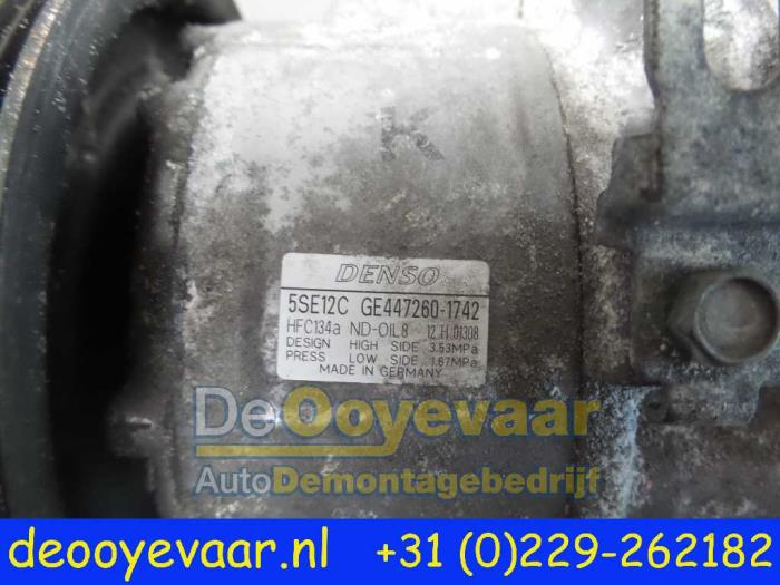 Air conditioning pump from a Toyota Avensis Wagon (T25/B1E) 2.2 D-4D 16V D-CAT 2007