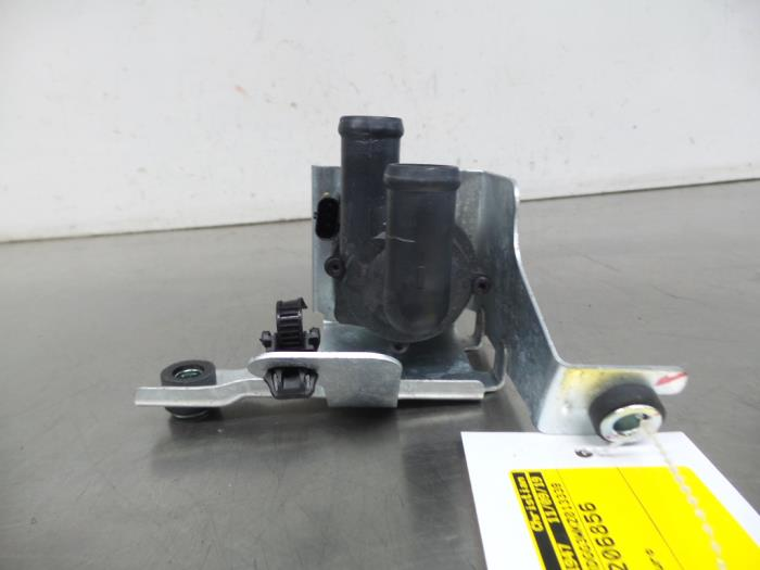 Electric heater valve from a Mitsubishi Outlander (GF/GP) 2.4 16V PHEV 4x4 2019