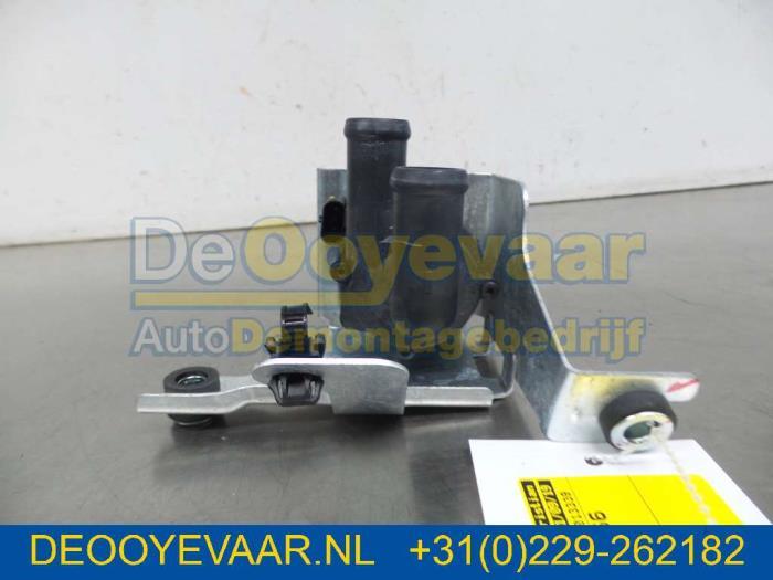 Electric heater valve from a Mitsubishi Outlander (GF/GP) 2.4 16V PHEV 4x4 2019
