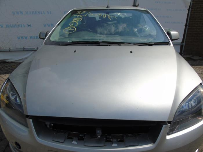 Capot d'un Lexus IS 200 2005