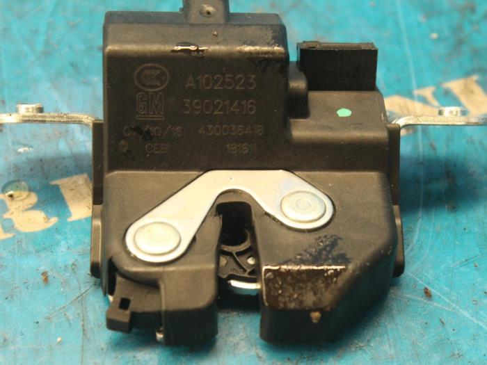 Mécanique de verrouillage hayon d'un Opel Meriva 2016
