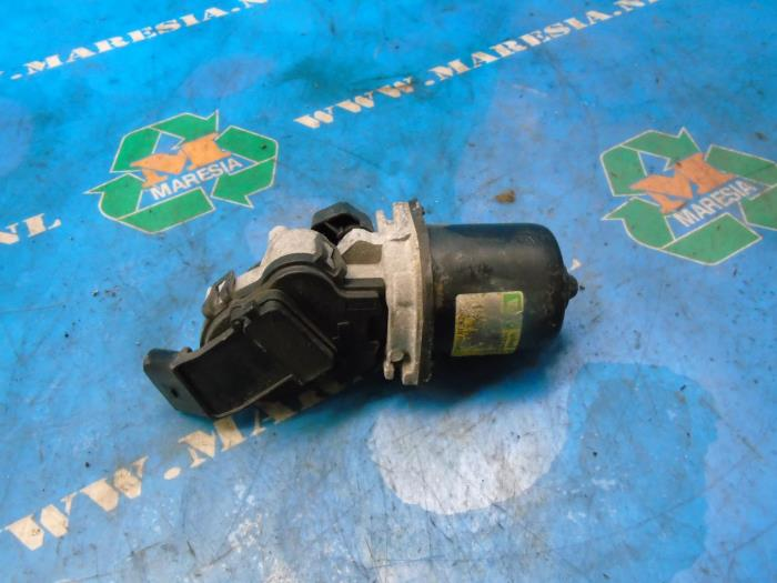 Front wiper motor from a Audi A2 2001