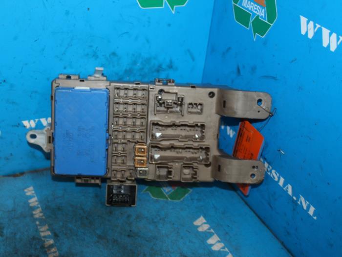 fuse box from a toyota corolla (e12) 1 8 16v ts vvt-i 2002