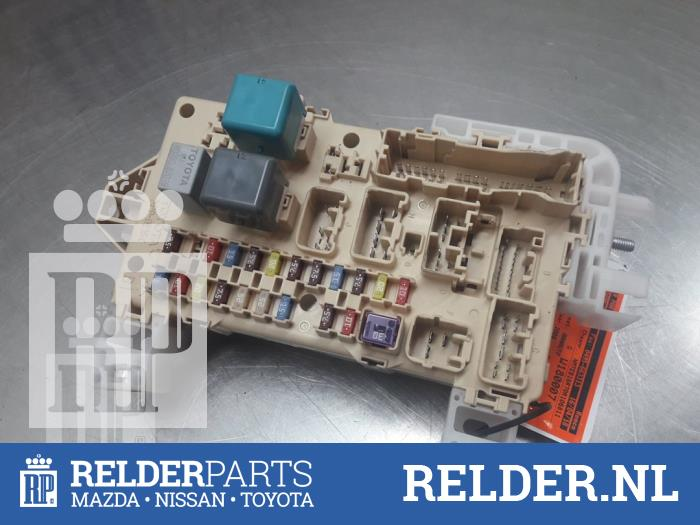fuse box from a toyota corolla verso (r10/11) 2 2 d-4d
