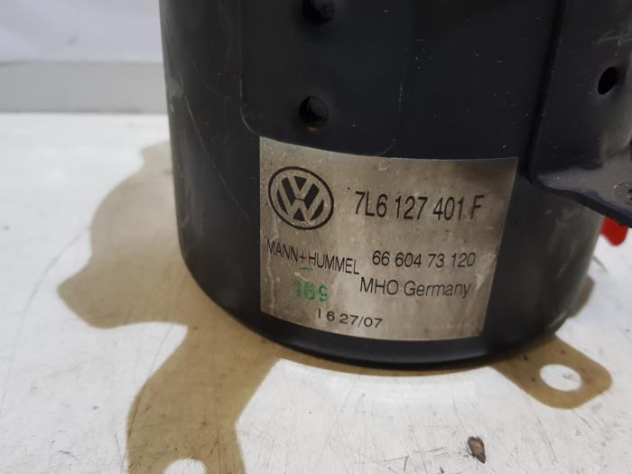 fuel filter housing from a volkswagen touareg 2007