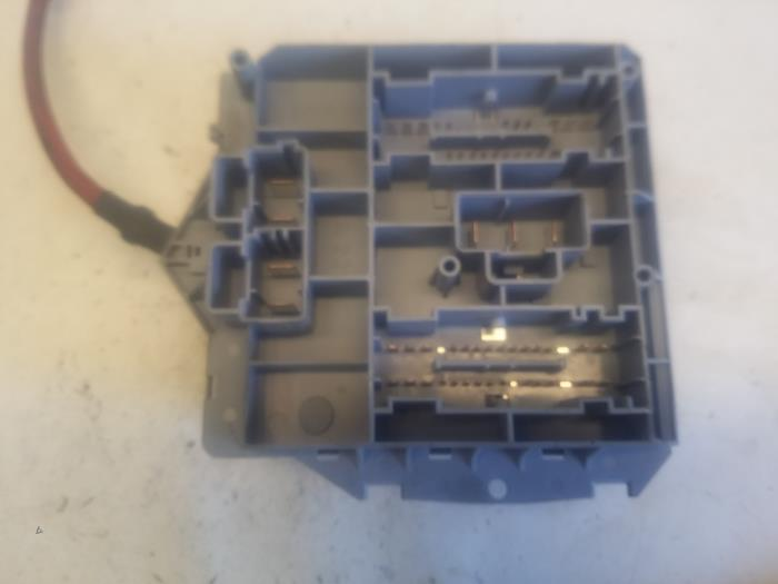 fuse box from a fiat punto ii (188) 1 2 60 s 2005