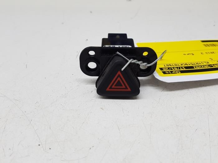 Panic lighting switch from a Daewoo / Chevrolet Orlando (YYM/YYW) 2.0 D 16V 2013