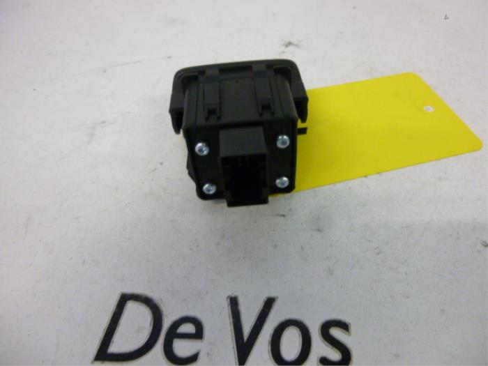 used peugeot 5008 i 0a 0e 1 6 thp 16v parking brake switch rh proxyparts com