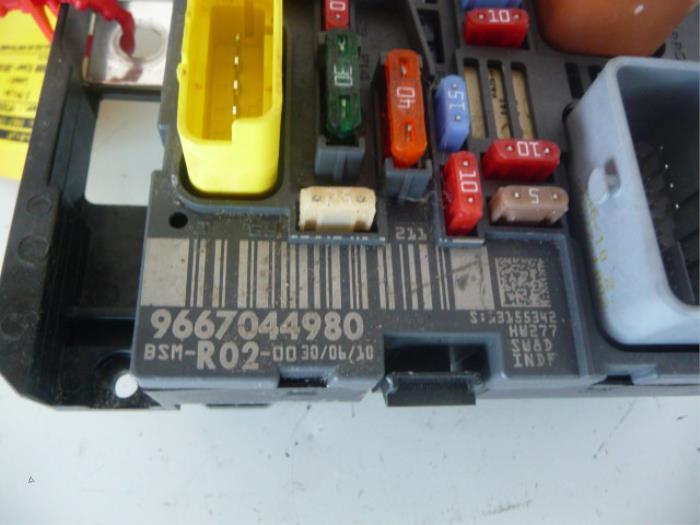 used peugeot 3008 i 0u hu 2 0 hdif 16v gt fuse box 9807028580 rh proxyparts com peugeot 3008 fuse box location new peugeot 3008 fuse box diagram