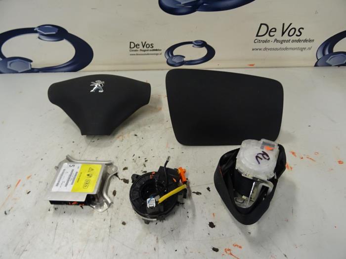 gebrauchte peugeot 107 1 0 12v airbag set modul 16083642zd de vos autodemontagebedrijf. Black Bedroom Furniture Sets. Home Design Ideas