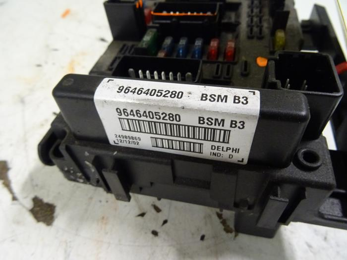 fuse box from a peugeot 307 (used)