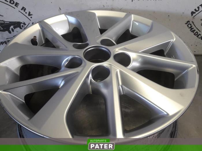 Usage Toyota Auris Touring Sports E18 1 8 16v Hybrid Jante