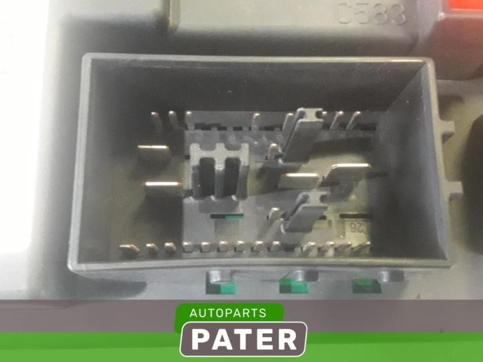 fuse box from a land + range rover range rover sport (lw) 3 0 tdv6