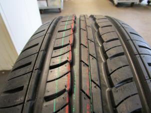 neuf pneu avec taille de pneu 195 65 15 autodemontagebedrijf otte. Black Bedroom Furniture Sets. Home Design Ideas