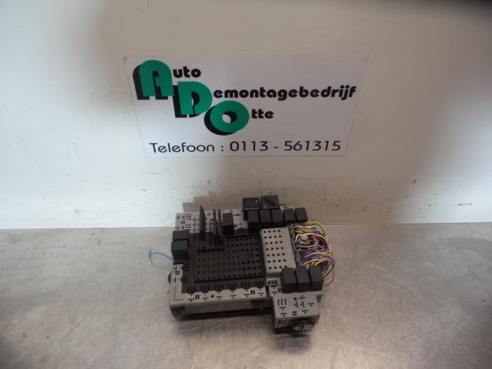 used volvo s80 (tr ts) 2 8 t6 24v fuse box 9441582fuse box from a volvo s80 (tr ts) 2 8 t6 24v 1998