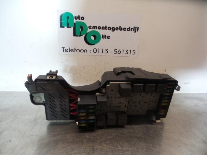 used volvo s80 (tr ts) 2 8 t6 24v fuse box 9442315fuse box from a volvo s80 (tr ts) 2 8 t6 24v 1998