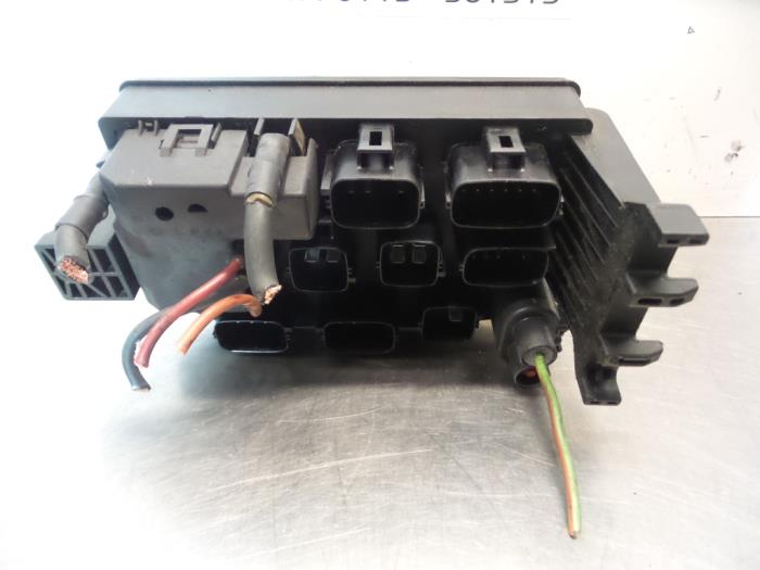 fuse box from a jaguar x-type (used)
