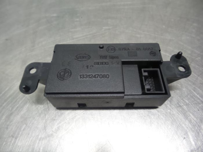 Central door locking module from a Peugeot Boxer (244) 2.8 HDi 127 2003