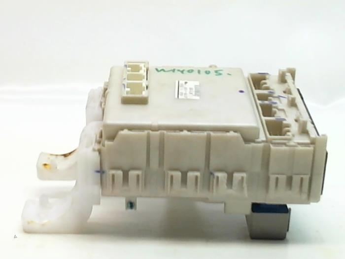 fuse box from a toyota prius (nhw20) 1 5 16v 2009
