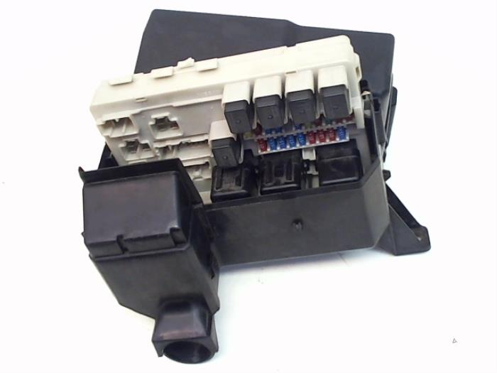 fuse box from a nissan / datsun murano 3 5 v6 24v 4x4 2005