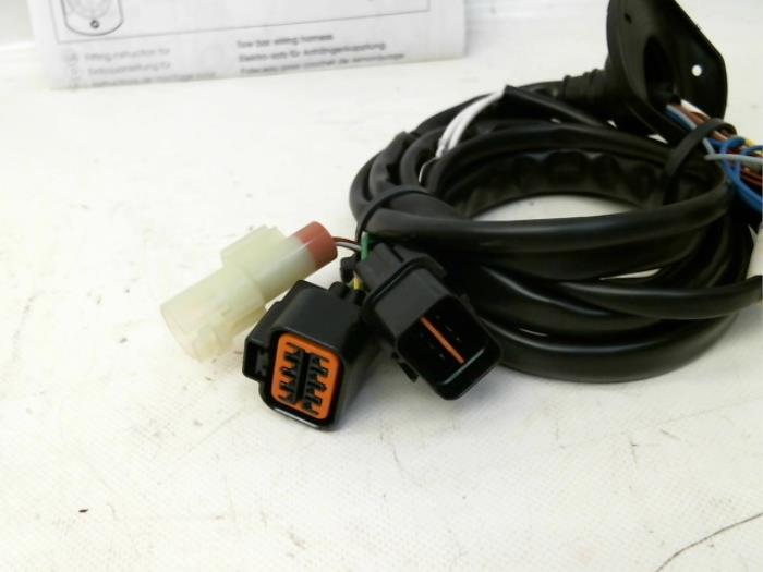 New Mitsubishi L-200 2.4i 4x4 Towbar wiring kit - MZ311617 ... on tow license plate bracket, tow cable, tow lights,