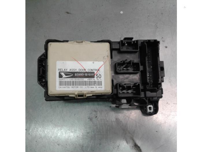 fuse box from a daihatsu sirion 2 (m3) 1 0 12v dvvt 2008