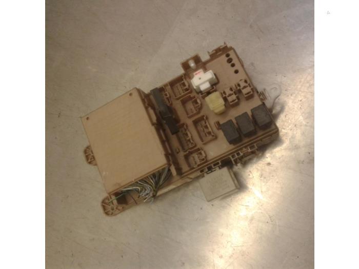fuse box from a toyota corolla verso (e12) 1 6 16v vvt-i 2002