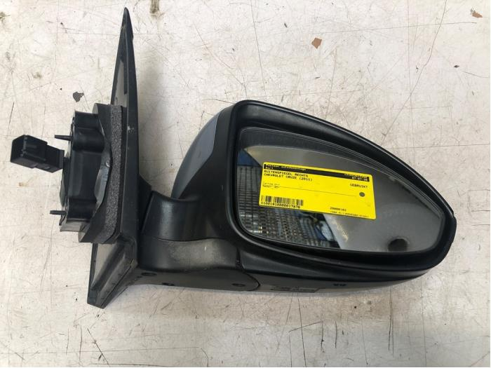 Wing mirror, right from a Daewoo / Chevrolet Cruze 1.6 16V 2011