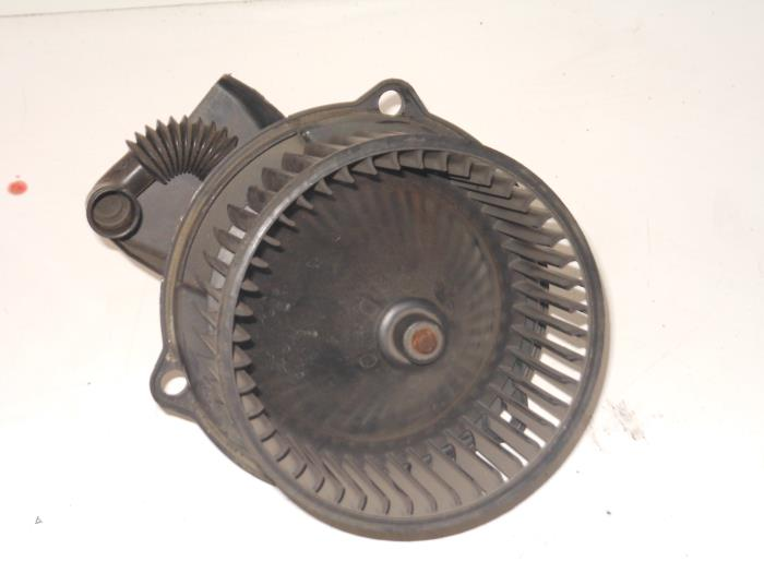 ... Heating and ventilation fan motor from a Rover 25 2.0 iDT 2000