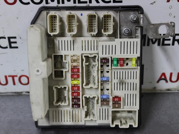 fuse box from a renault megane ii (bm/cm) 1 6 16v 2007