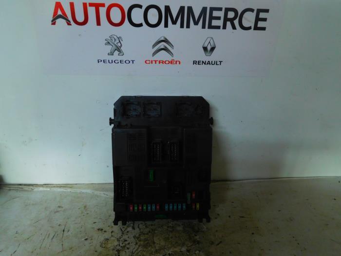used peugeot 307 3a c d 1 6 16v fuse box 9644097980 rh proxyparts com peugeot 307 fuse box layout 2006 peugeot 307 sw 2005 fuse box layout