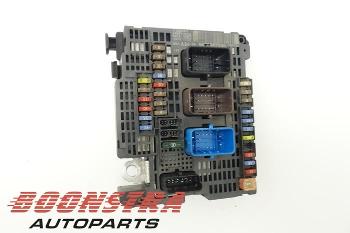 fuse box from a peugeot 508 sw (8e/8u) 1 6 thp 16v 2012