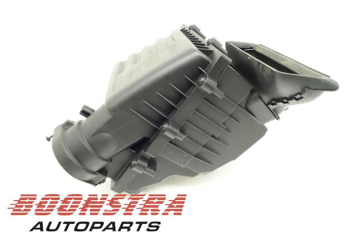 Boîtier filtre à air d'un Volkswagen Touran (5T1) 2.0 TDI 150 2016