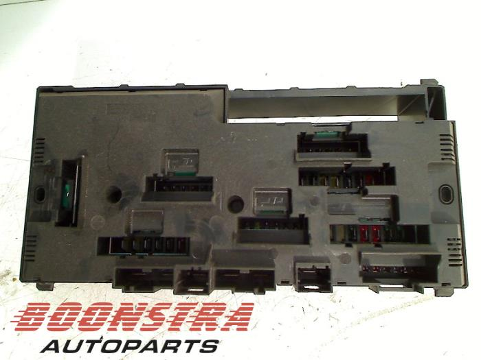fuse box from a bmw 6 gran coupe (f06) 640d 24v 2012