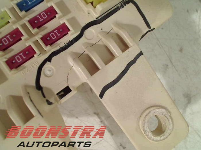 used kia sportage sl 1 6 gdi 16v 4x2 fuse box 3w030012a10003 fuse box from a kia sportage sl 1 6 gdi 16v 4x2 2013