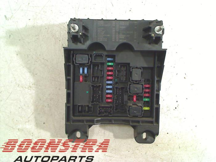 used nissan nt 400 cab star 2 5 dci fuse box 284b6mb40b boonstra rh proxyparts com nissan cabstar fuse box layout Cabstar Vehicle Manufacturers