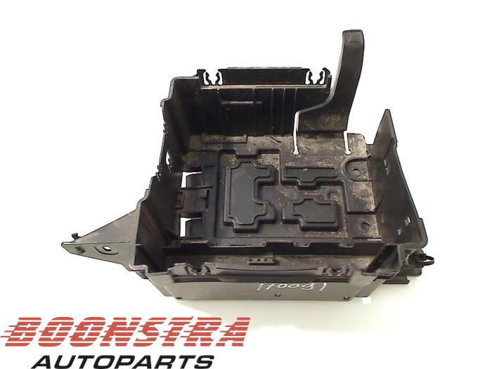 used peugeot 207 sw we wu 1 6 16v vtri battery box 9686203780 boonstra autoparts. Black Bedroom Furniture Sets. Home Design Ideas