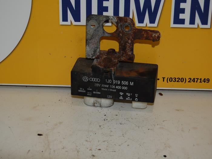 Used Volkswagen Polo (9N1/2/3) 1 9 SDI Glow plug relay