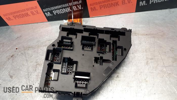 fuse box from a bmw 5 serie touring (f11) 530d 24v blue performance  2012
