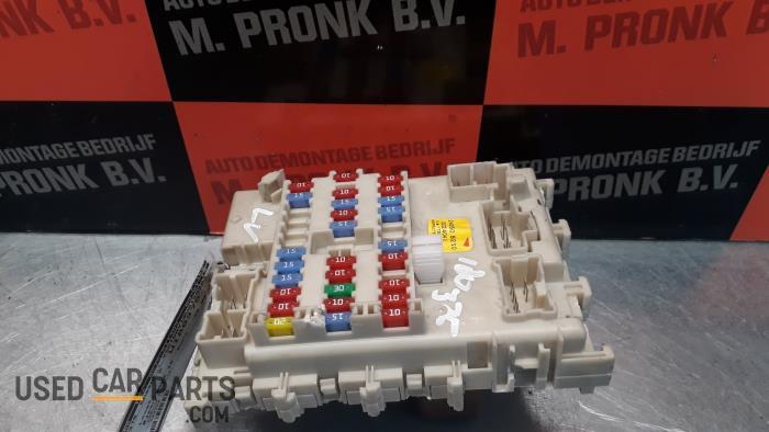 Used Nissan Almera Tino (V10M) 2.2 Di 16V HP Fuse box - 24350BU210 on