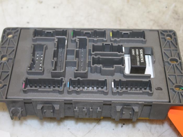 fuse box from a rover 75 1 8 16v classic 2001