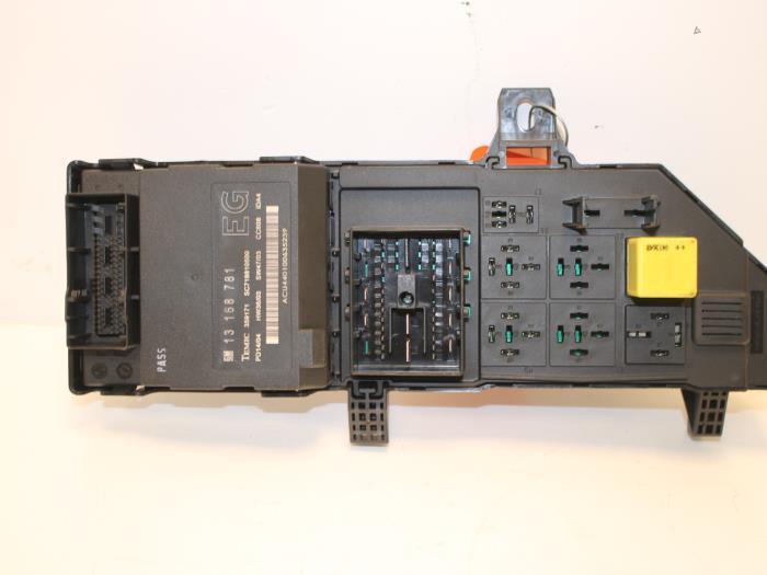 Used Opel Vectra C Caravan 3.0 CDTI V6 24V Fuse box ... Vectra Cdti Fuse Box on
