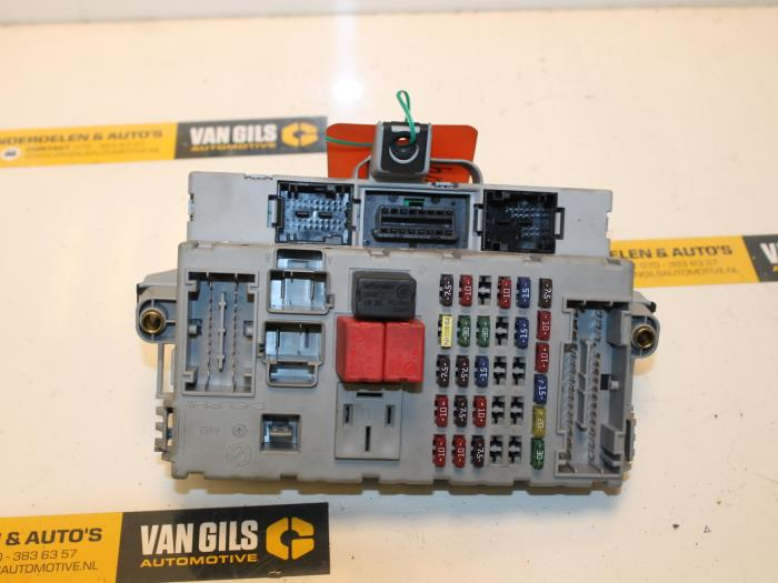 fuse box from a fiat punto ii (188) 1 2 60 s 3-drs