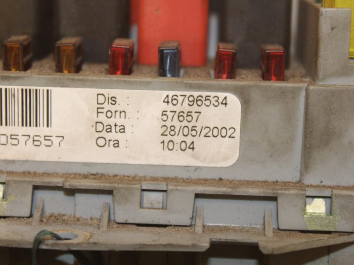 fuse box from a fiat stilo (192a/b) 1 6 16v 3-drs