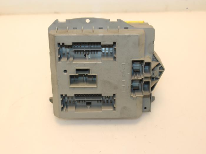 used fiat punto ii 188 1 2 16v fuse box 46766777 van. Black Bedroom Furniture Sets. Home Design Ideas
