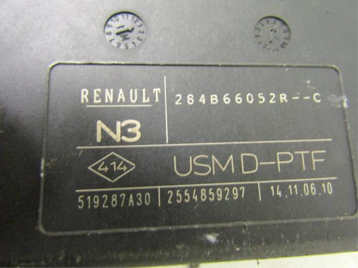 fuse box from a renault laguna iii estate (kt) 2 0 turbo 16v 2010