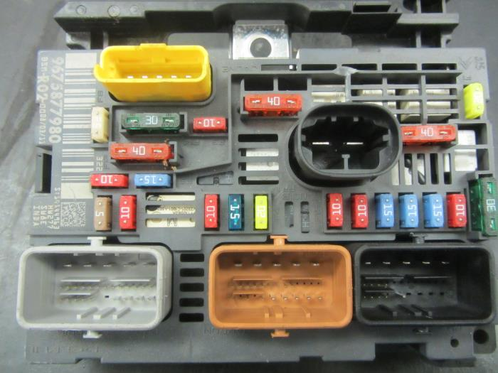 used peugeot 5008 fuse box 9675877980 snuverink peugeot rcz body kit fuse box from a peugeot 5008 2011