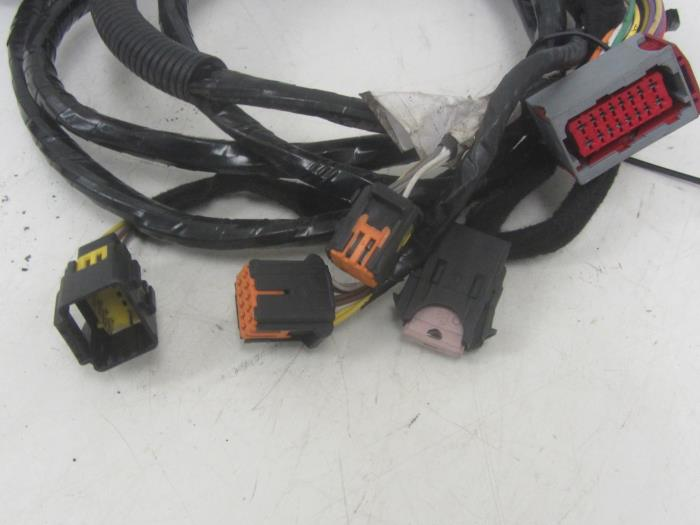 used peugeot 407 sw 6e 1 6 hdif 16v towbar wiring kit snuverink rh proxyparts com peugeot 407 towbar wiring kit Car Audio Wiring Kits